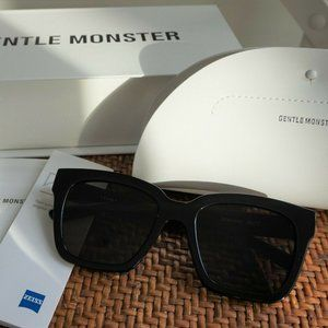 Gentle Monster Sunglasses DREAMER HOFF 01 in Black